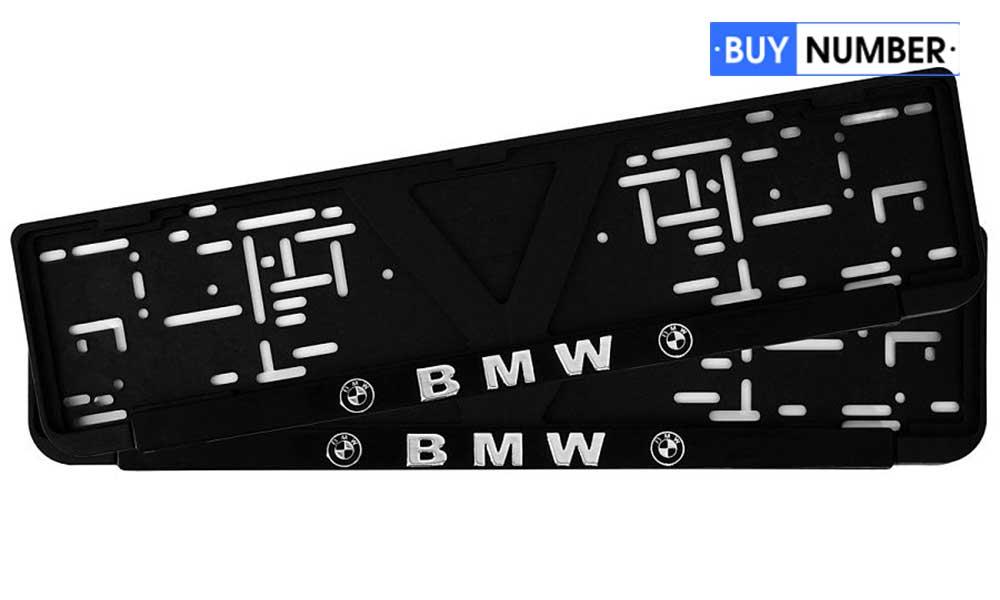 Черная рамка для номера автомобиля