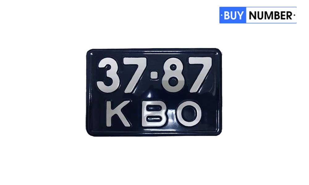 Советский дубликат заднего номерного знака для мотоцикла на черном фоне